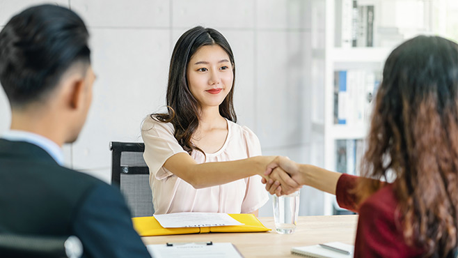 Body Language Tips To Help You Nail That Interview!